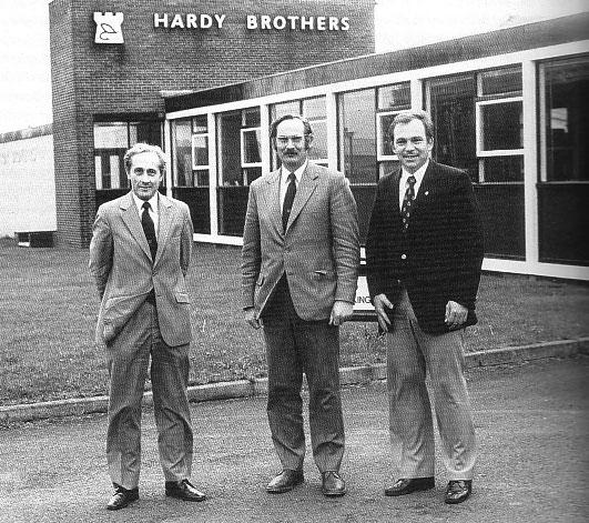 Alnwick of Northumberland (GB) war Ausgangspunkt unserer November-Lachsreise an den River Tweed in Schottland. Hier auf dem Bild ist links Bill Hardy und in der Mitte mein alter Freund James L. Hardy.